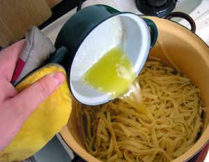 Kuchárske recepty na varenie - rezance s makom